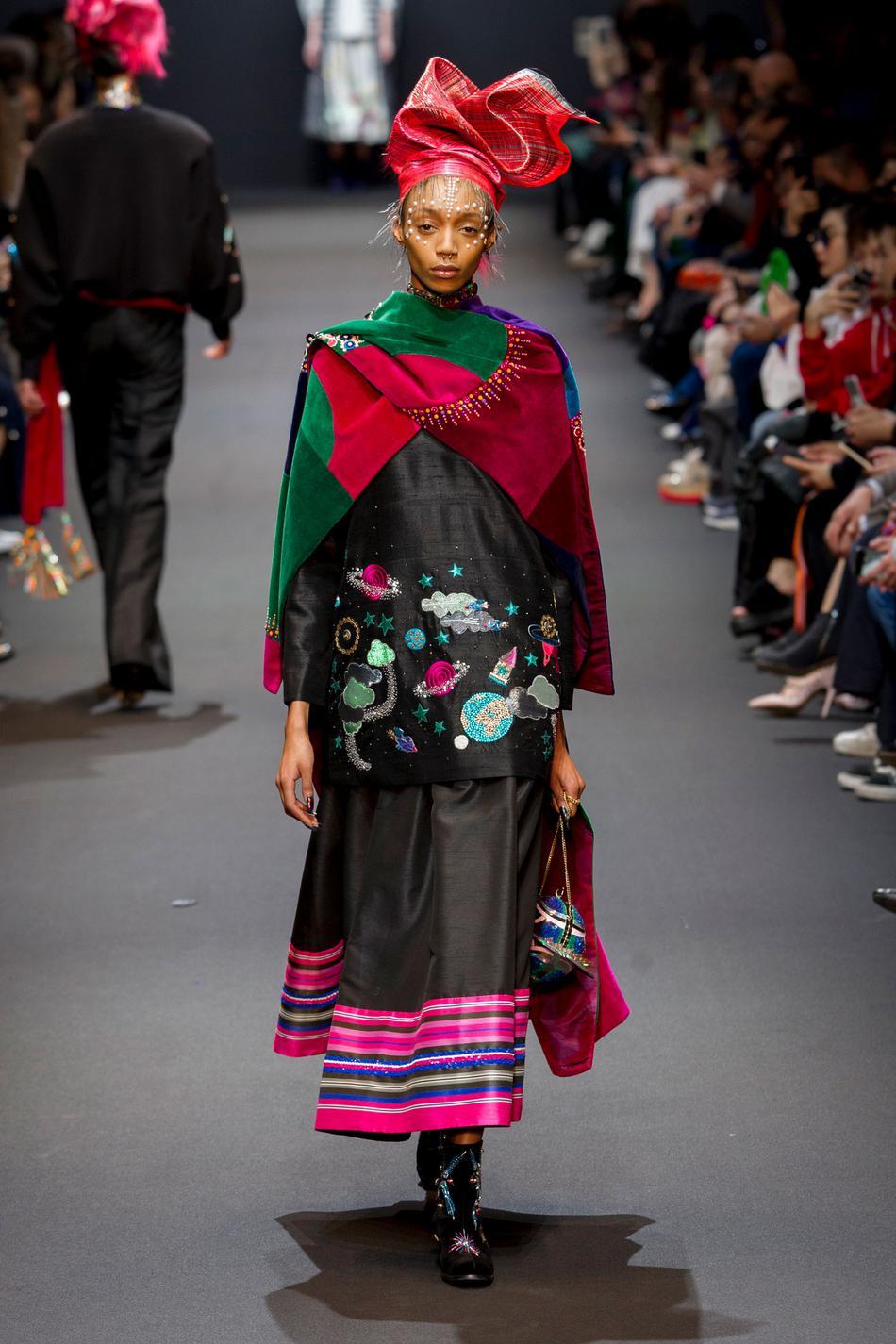 Défilé Manish Arora Fashion Week 2017 - Look 28